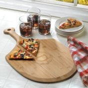 Pizza board with handle that can be personalized.